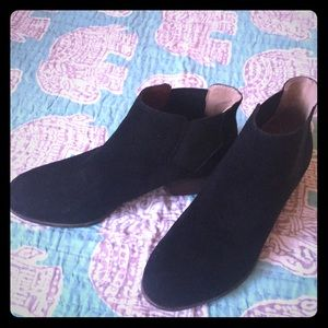 Lucky booties, black suede